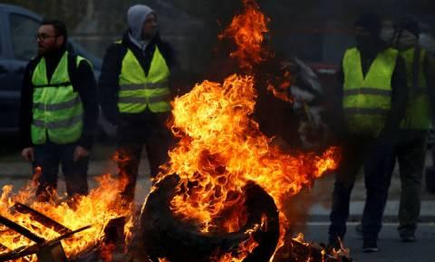 Μάτωσαν τα «κίτρινα γιλέκα» στη Γαλλία: Μία διαδηλώτρια νεκρή και 106 τραυματίες