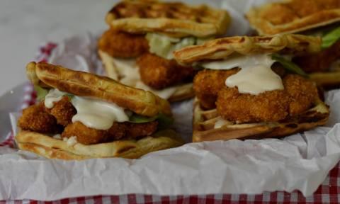 Η συνταγή της ημέρας: Chicken waffle burger