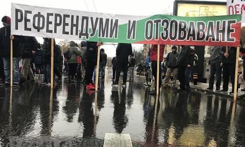 «Ασφυξία» στα ελληνοβουλγαρικά σύνορα: Μαζικές κινητοποιήσεις των Βούλγαρων για τα ακριβά καύσιμα