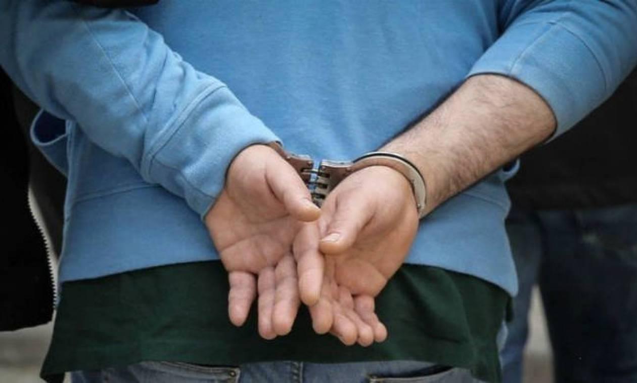 Θεσσαλονίκη: Τρεις συλλήψεις για πώληση λαθραίων τσιγάρων και καπνού σε λαϊκή αγορά (pic)