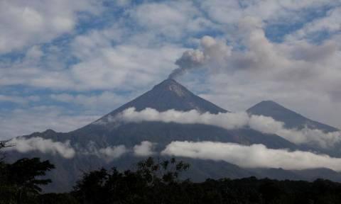 Γουατεμάλα: Το Φουέγο «βρυχάται» ξανά - Νέες εκρήξεις και τέφρα παντού (pics)