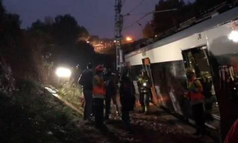 Εκτροχιασμός τρένου στη Βαρκελώνη: Ένας νεκρός και 49 τραυματίες (pics+vid)