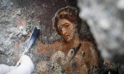 Σπουδαία ανακάλυψη στην Πομπηία: Στο «φως» ερωτική νωπογραφία του Δία με τη βασίλισσα Λήδα