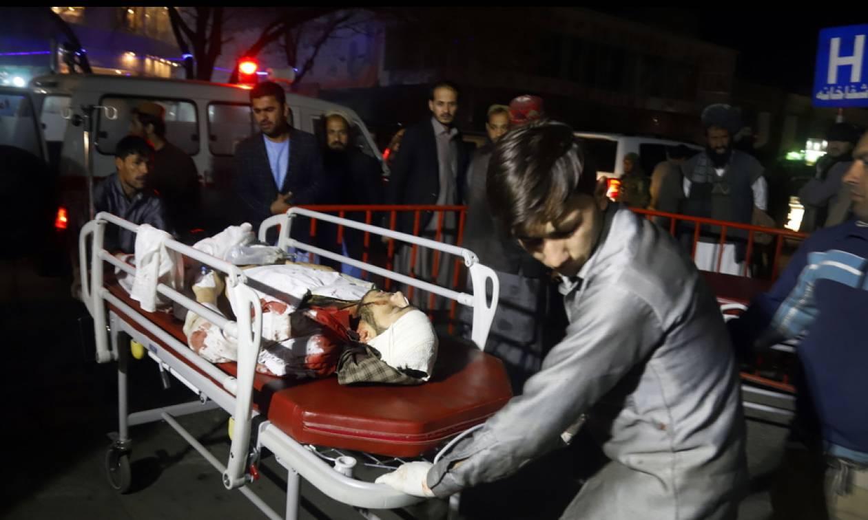Λουτρό αίματος στην Καμπούλ: Βομβιστής αυτοκτονίας ανατινάχθηκε σε αίθουσα γάμων - 50 νεκροί (vids)