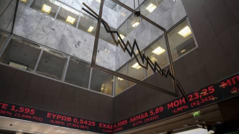 Στο «κόκκινο» το Χρηματιστήριο - «Φλερτάρουν» με κραχ οι τράπεζες