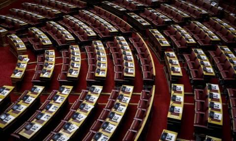 Βουλή: Ψηφίστηκε από την αρμόδια επιτροπή η τροπολογία για μείωση των ασφαλιστικών εισφορών