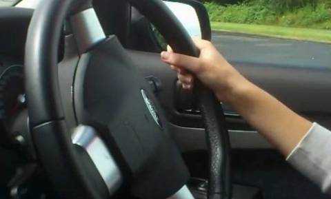Δίπλωμα οδήγησης - Ανατροπή: Αλλάζουν τα όρια ηλικίας για τους οδηγούς