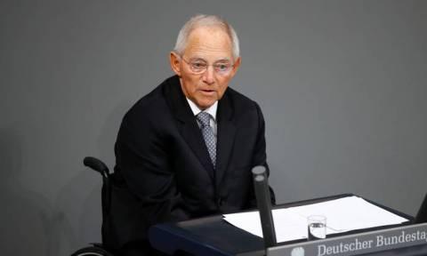 Σόιμπλε: Σωστή η απόφαση της Μέρκελ να αποχωρήσει