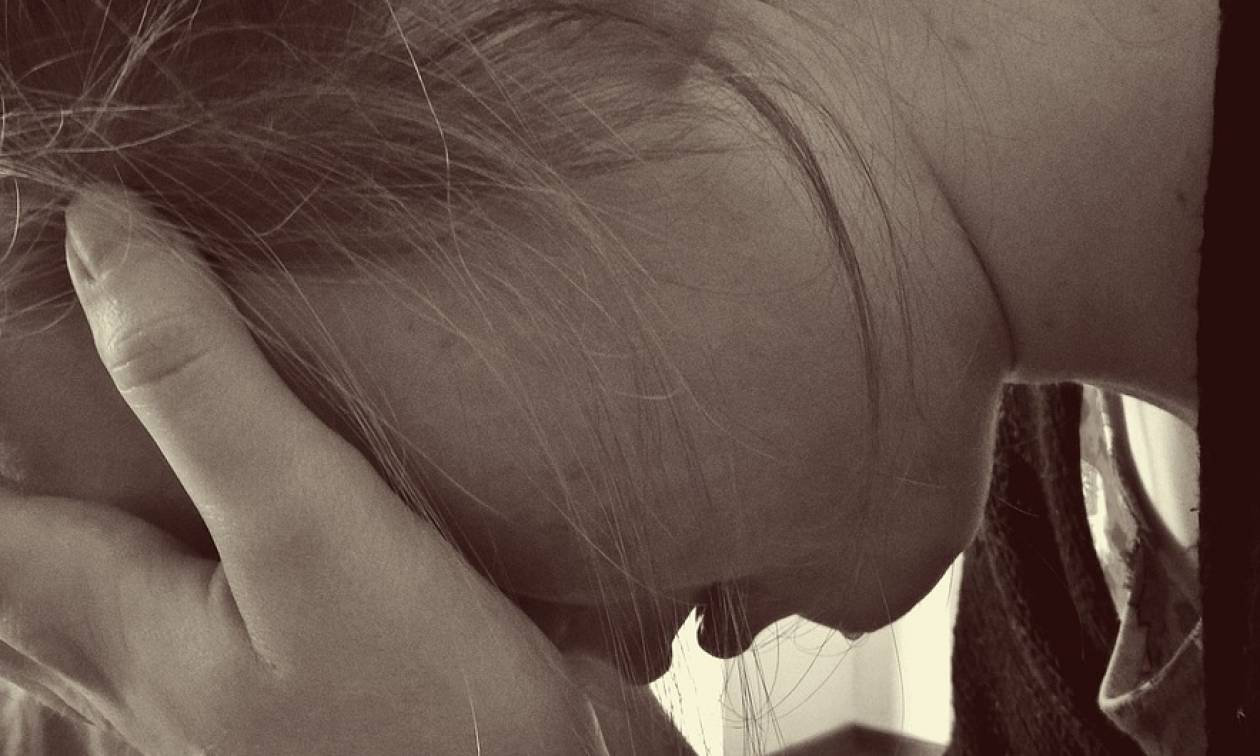 Newsbomb. Σοκ στο Βόλο  Πατέρας κατηγορείται ότι ασελγούσε στη 10χρονη κόρη  του f18b40de2b8