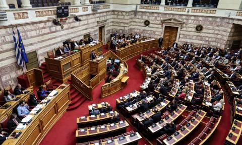 «Ομοβροντία» αντιδράσεων από την αντιπολίτευση στην ομιλία Τσίπρα