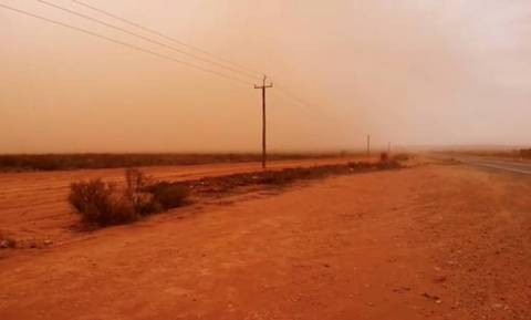 Άλλαξε χρώμα ο ουρανός στην Αυστραλία: Αμμοθύελλα προκαλεί ανησυχία για τη δημόσια υγεία