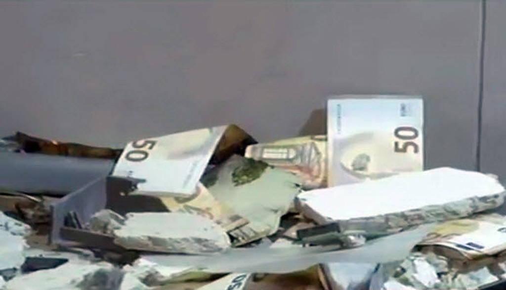 Ηλιούπολη: Ανατίναξαν ATM και «γκρέμισαν» το κατάστημα - Γέμισε ο δρόμος χαρτονομίσματα! (pics)