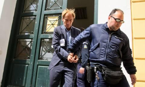 Νέες αποκαλύψεις για την απόδραση του υπόδικου τραπεζίτη Όσβαλντ