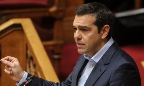 Υψηλοί τόνοι στη Βουλή: Σύγκρουση Μητσοτάκη - Τσίπρα στην «ώρα του πρωθυπουργού»