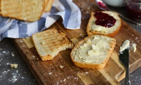 Φτιάξτε νόστιμο σπιτικό ψωμί του τοστ
