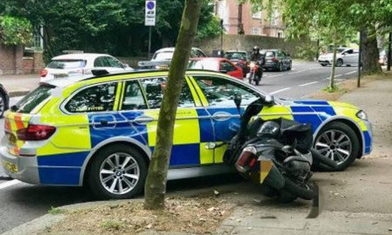 Στη Βρετανία οι αστυνομικοί μπορούν να πατούν με τα περιπολικά τους μηχανόβιους εγκληματίες...