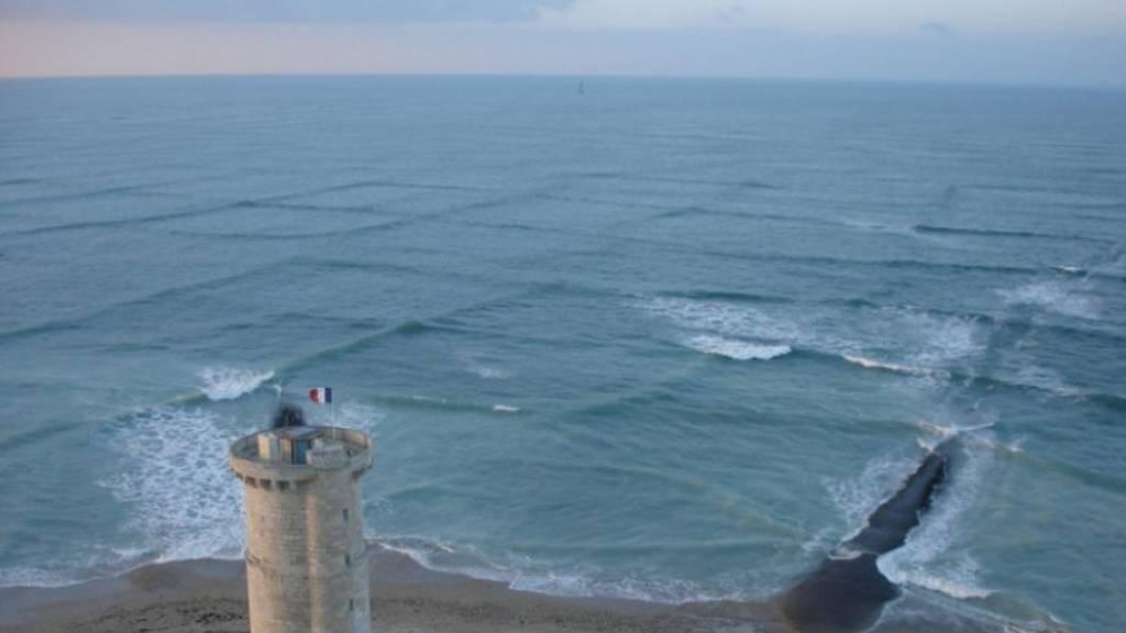 Προσοχή! Εσύ ξέρεις για το επικίνδυνο φαινόμενο της «σταυρωτής θάλασσας»; (vids+pics)
