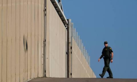 ΗΠΑ: Εικόνες από την «σφράγιση» των συνόρων με Μεξικό