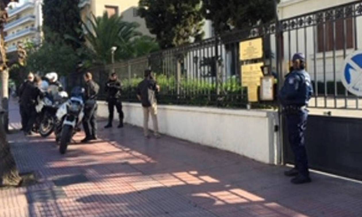 Άνδρας εισέβαλε στην πρεσβεία της Σερβίας κρατώντας μαχαίρι