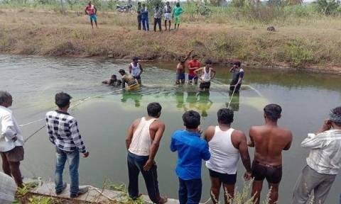 Τραγωδία στην Ινδία: Λεωφορείο έπεσε από διώρυγα σε ποτάμι - Δεκάδες παιδιά νεκρά (ΣΚΛΗΡΕΣ ΕΙΚΟΝΕΣ)
