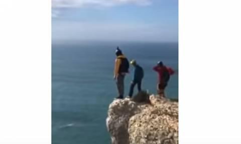 Αλεξιπτωτιστής έπεσε από ύψος 95 μέτρων και έχασε τη ζωή του (σκληρό βίντεο)