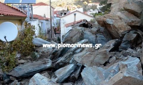 Μυτιλήνη: Έντονη ανησυχία για την κατολίσθηση βράχων - Στο Πλωμάρι ομάδα του ΕΚΠΑ  (pics+vid)