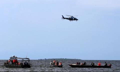Τραγωδία: Βυθίστηκε τουριστικό σκάφος – Είχε χωρητικότητα 50 ατόμων και το φόρτωσαν με 120 (Vid)