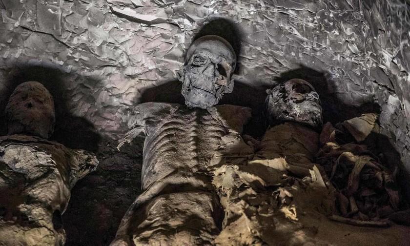 Απίστευτη ανακάλυψη: Η άθικτη σαρκοφάγος έκρυβε μούμια 3.000 ετών! (pics)