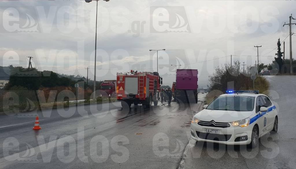 Βόλος: Φορτηγό τυλίχθηκε στις φλόγες (φωτο)