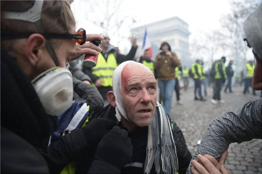 «Έξαλλος» ο Μακρόν με τα «κίτρινα γιλέκα»: «Αυτό δεν ήταν διαδήλωση, ήταν πόλεμος» (Pics+Vids)