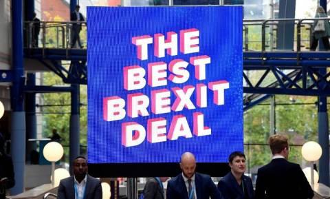Brexit: Οι Τόρις θα στηρίξουν τη συμφωνία με την ΕΕ μόνο αν η Μέι παραιτηθεί