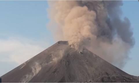 Εντυπωσιακό βίντεο: Το ηφαίστειο Krakatau σε όλο του το.... θυμωμένο μεγαλείο!