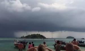 Σπάνιο φαινόμενο! Τέσσερις υδροστρόβιλοι σχηματίστηκαν ταυτόχρονα στην Ταϊλάνδη (vid)