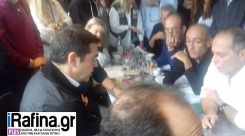 Στο Μάτι ο Τσίπρας: Τι συζήτησε με τους κατοίκους (pics)