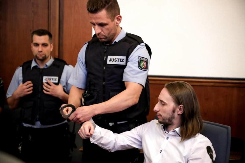 Στη φυλακή οδηγείται ο βομβιστής της Μπορούσια Ντόρτμουντ - Τι αποκάλυψε στο δικαστήριο (Vids)