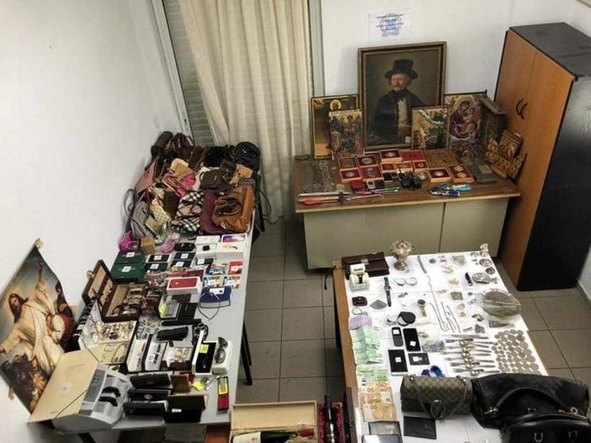 Τρίκαλα: Εξαρθρώθηκε σπείρα με αδυναμία σε… πίνακες και εικόνες (pics)