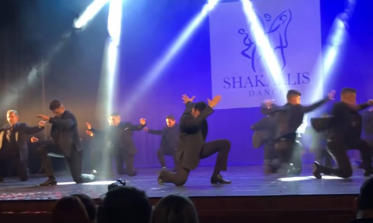 Η χορογραφία ζεϊμπέκικου που έχει τρελάνει το διαδίκτυο (video)
