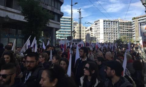 Απεργία ΓΣΕΕ: «Παρέλυσε» η χώρα - Στους δρόμους βγήκαν οι εργαζόμενοι (pics&vids)
