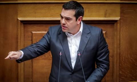 Στη Βουλή ο Τσίπρας: Ανακοινώνει μέρισμα, μείωση ΕΝΦΙΑ και μη περικοπή συντάξεων