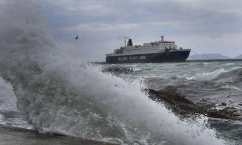 Κακοκαιρία: Με προβλήματα οι ακτοπλοϊκές συγκοινωνίες - Οι άνεμοι φτάνουν τα 10 μποφόρ