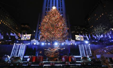 Χριστούγεννα 2018: Παραμυθένιο σκηνικό - Άναψε το χριστουγεννιάτικο δέντρο στην πλατεία Ροκφέλερ