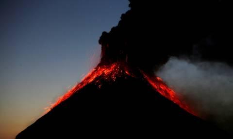 Εντυπωσιακές εικόνες από την έκρηξη του ηφαιστείου Fuego στη Γουατεμάλα (pics)