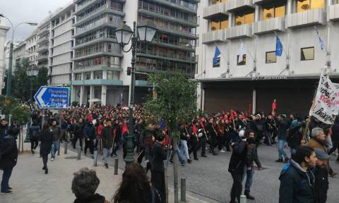 Ένταση και επεισόδια στο μαθητικό συλλαλητήριο στο κέντρο της Αθήνας (pics)