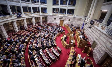 «Μετωπική» κυβέρνησης - ΝΔ για τις σχέσεις Κράτους - Εκκλησίας