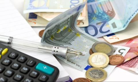 Με το χέρι στην τσέπη: Τι πρέπει να πληρώσουμε μέχρι τέλος του έτους