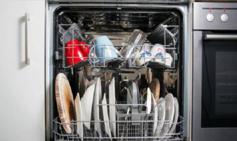 Αυτό είναι το μεγάλο λάθος που κάνεις στο πλυντήριο πιάτων!