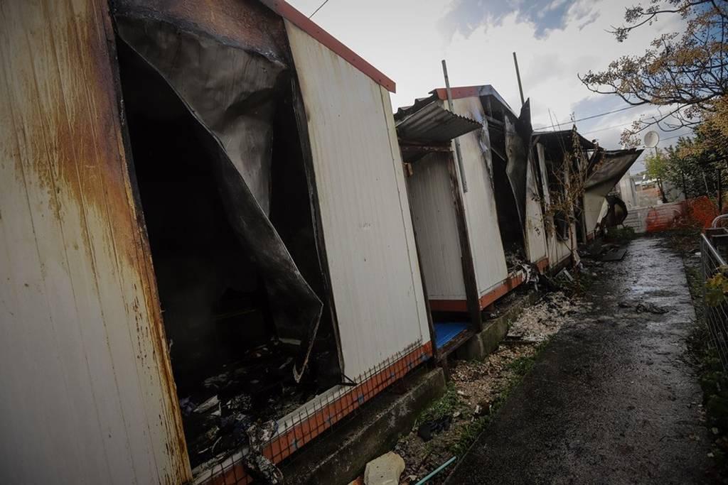 Τραγωδία: Ένας νεκρός από φωτιά κοντά στο στρατόπεδο Καποτά (pics+vid)