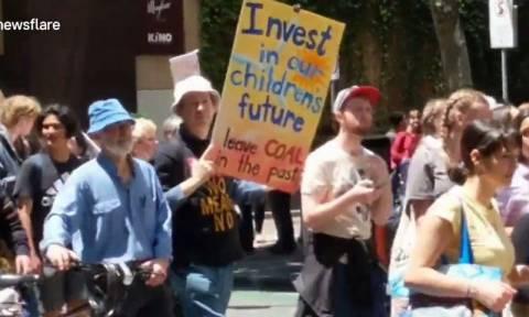 Μαθητές στους δρόμους της Μελβούρνης για την κλιματική αλλαγή (vid)