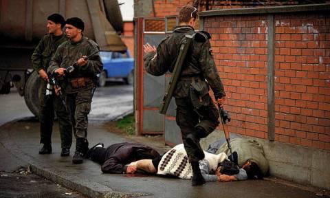 Οργή στη Σερβία: Απήλλαξαν Βόσνιο μουσουλμάνο για την εκτέλεση Σέρβων αιχμαλώτων πολέμου (Vids)