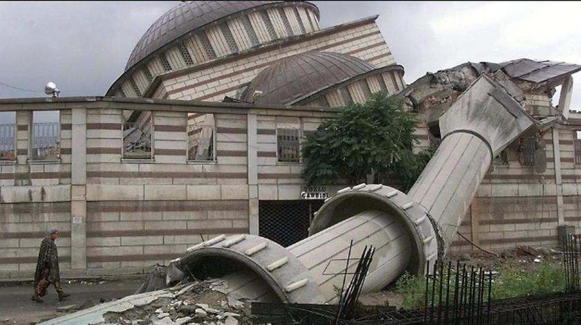 «Βιβλική καταστροφή»: Εφιαλτική πρόβλεψη για σεισμό – μαμούθ που θα γκρεμίσει την Αγιά Σοφιά (Pics)